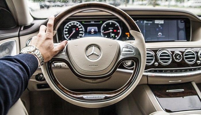 Mercedes blick aufs Armaturenbrett