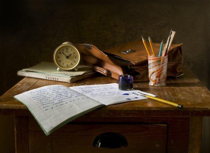 Schreibtisch-mental-wecker-antik