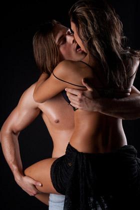 Paar beim sex im Stehen