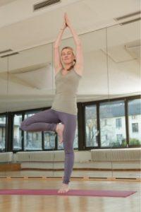 Yoga der Baum Übungen Frau