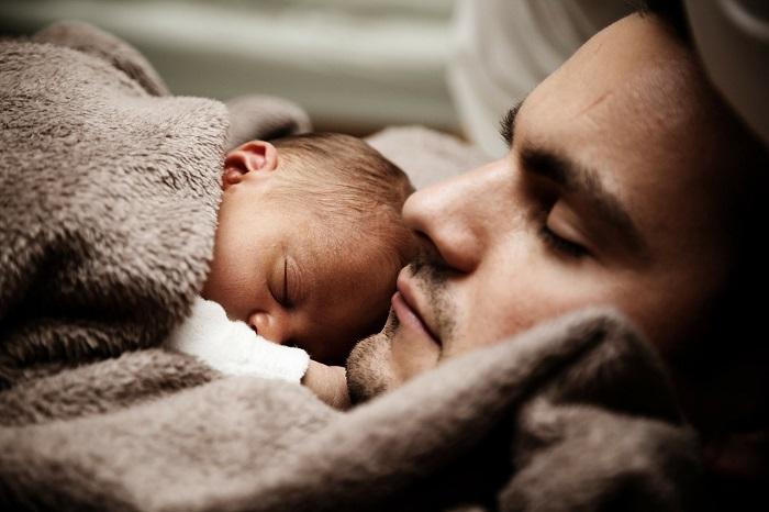 Baby schläft nur an der brust