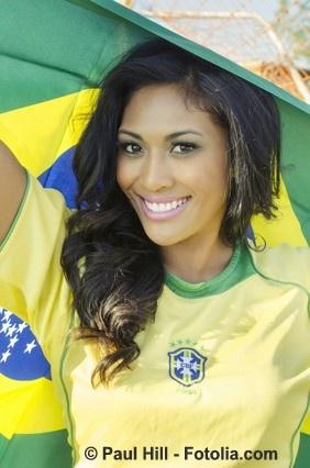 Brasilianische Frau als Fußball Fan