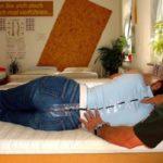 Gesunder Schlaf durch ergonomisch optimiertes Liegen