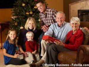 Weihnachten mit der ganzen Familieresents In Front Of Tree