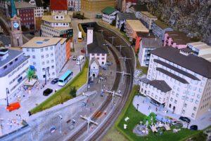model-railway-332054_640