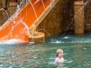Wasserrutsche Kind phuket-1450233_640