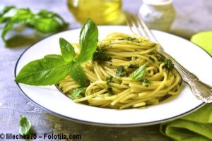 Einfach lecker: Spaghetti mit Feldsalat-Pesto