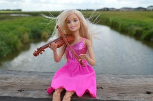 violin-1589983_640 Barbie Geige Fluß Natur