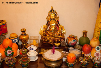weltreligionen_tibetischer_altar[1]
