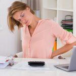 Wie man Rückenbeschwerden am Arbeitsplatz vermeidet