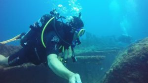 tauchen schiffswrack diving-1186646_640