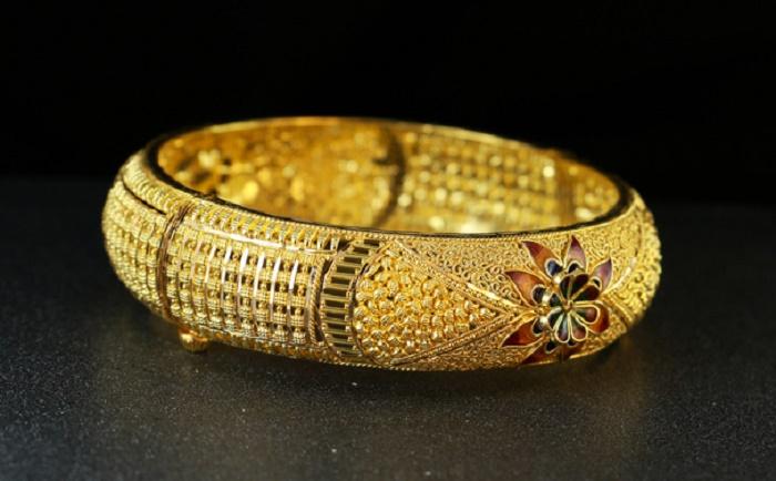 magnetschmuck-armreif-gold-fotolia