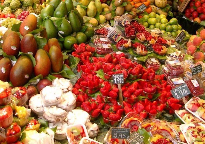 Ein Obststand auf dem Markt