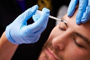 Mann in der Beauty Clinic