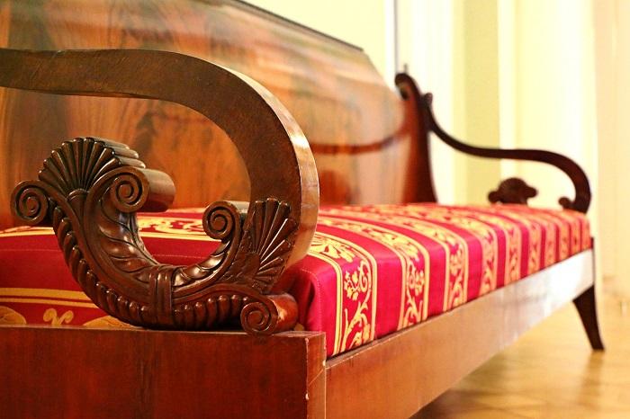 Antikes Sofa aus Holz