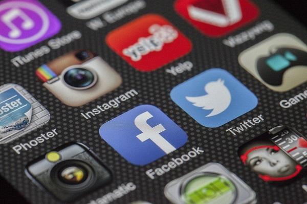 Verschiedene App Ansichten auf einem Smartphon
