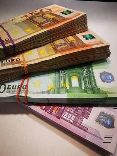 Viel Bargeld Scheine gebündelt