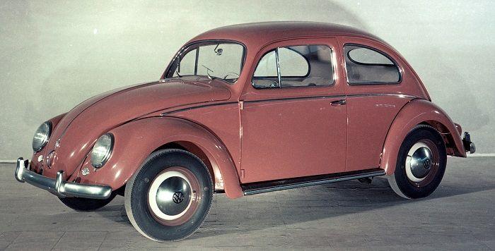 VW Käfer Baujahr 1956 im Studio fotografiert