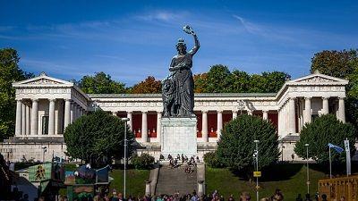 Die Bronzestatue Bavaria das Wahrzeichen des Freistaat Bayerns