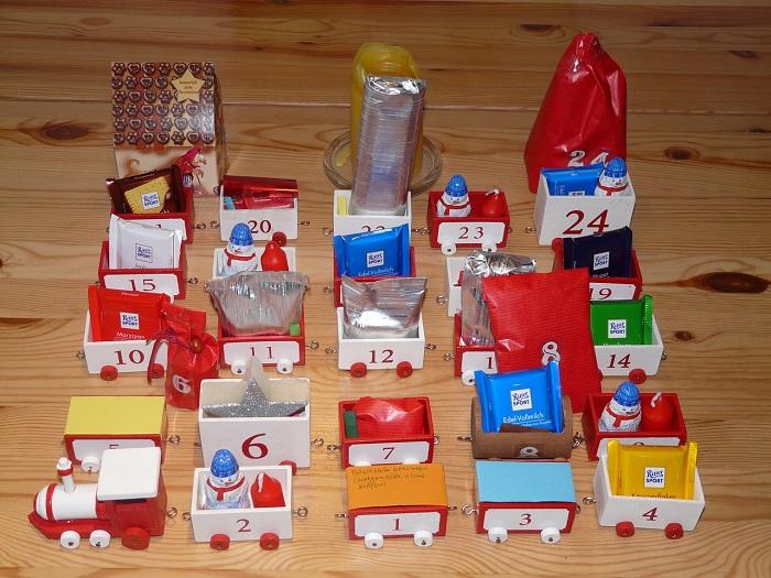 Bunter Adventskalender mit kleinen Schachteln
