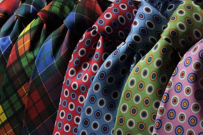 Verschiedene bunte Krawatten