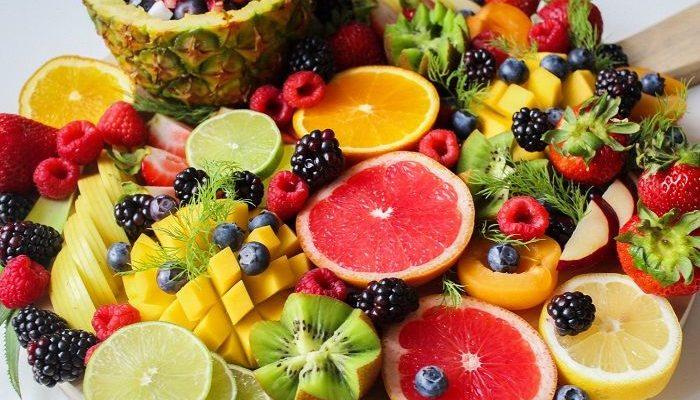 Eine große und vielfältige Obstplatte