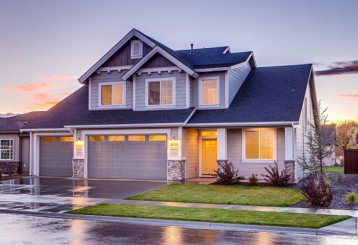 Ein sehr schönes, in grau/weiß gehaltenes Haus