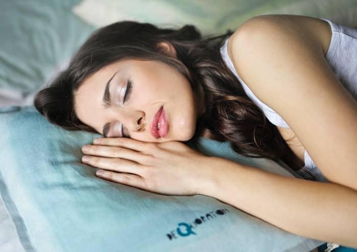 Wie gesunder Schlaf das gesamte Leben verbessert - Tipps