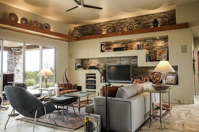 Ein großes, helles und schön eingerichtetes Wohnzimmer