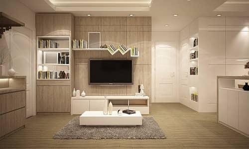 Ein perfekt aufgeräumtes und farblich abgestimmtes Wohnzimmer