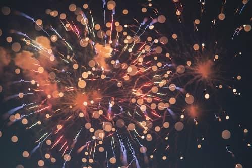 Ein Feuerwerk aus Lichtkugeln und Lichtblitzen, soll den Orgasmus beschreiben