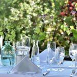 Sommertischdeko für drinnen & draußen: So begeistert sie sowohl Familie als auch Gäste