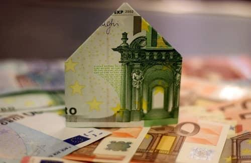 Euro Geldscheine auf einem Tisch